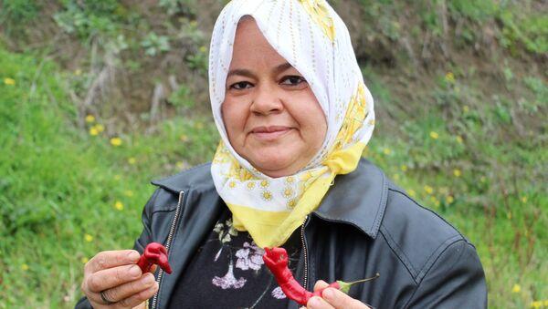 Süheyla Özkurt, yılana benzeyen biber - Sputnik Türkiye