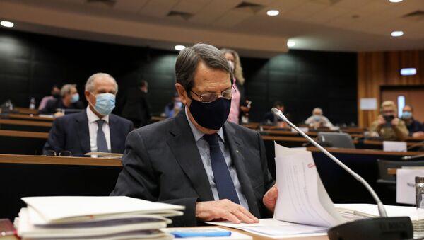 Güney Kıbrıs'taki altın pasaport skandalıyla ilgili soruşturma komisyonuna ifade veren Cumhurbaşkanı Nikos Anastasiadis - Sputnik Türkiye