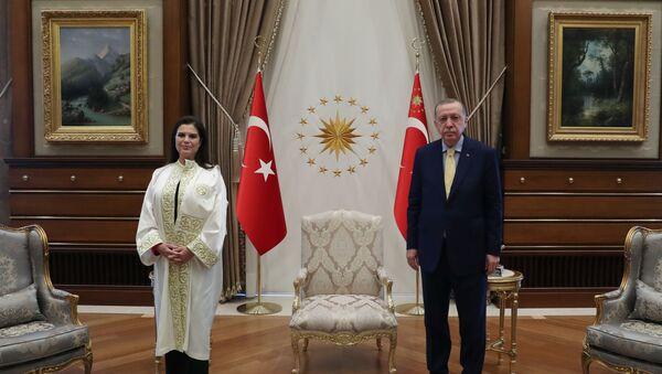 Cumhurbaşkanı Recep Tayyip Erdoğan - Çukurova Üniversitesi Rektörü Prof. Dr. Meryem Tuncel - Sputnik Türkiye