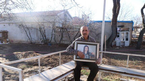 Ankara'da evinde ölü bulunan Aleyna Çakır olarak bilinen Sema Esen'in babası Mehmet Esen - Sputnik Türkiye
