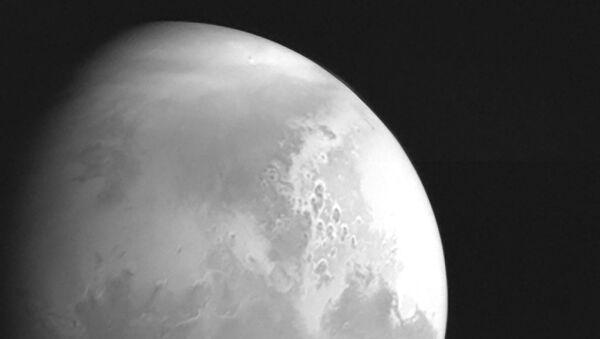 Çin Ulusal Uzay İdaresi tarafından yayımlanan fotoğraf, Mars keşif aracı Tianwen-1 tarafından Mars'ın 2,2 milyon kilometre mesafeden çekilen ilk görüntüsünü gösteriyor - Sputnik Türkiye