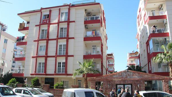 Antalya'da iki çocuk annesi kadın tabancayla intihar etti. Kadının uzun süredir yüzündeki yara sebebiyle tedavi gördüğü öğrenildi. - Sputnik Türkiye