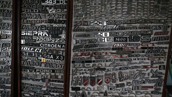 Amblem ve far koleksiyonu: 900'e yakın araçtan topladı - Sputnik Türkiye