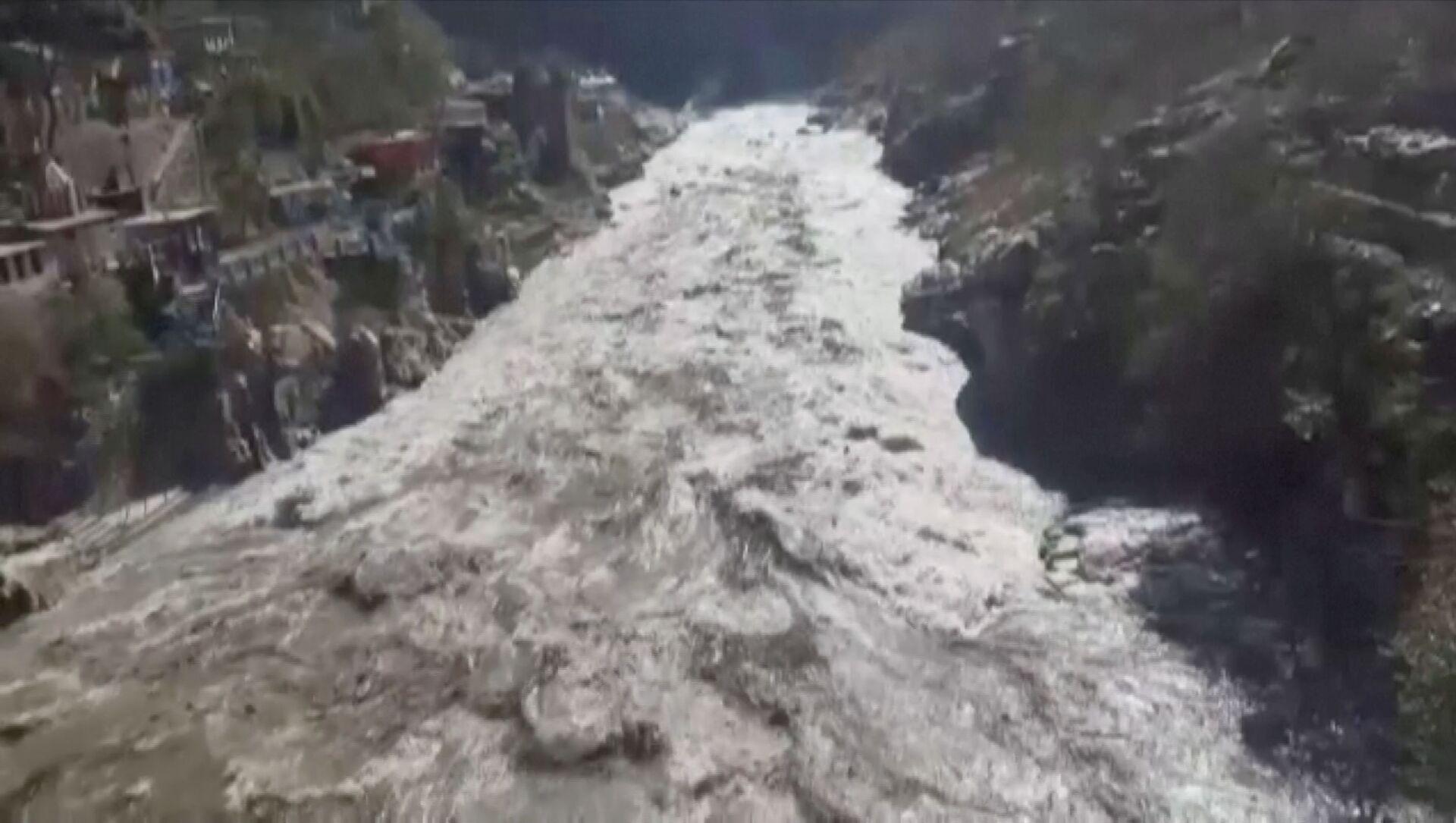Hindistan'ınUttarakhand eyaletinin Chamoli bölgesinde buzul kopması sonucu meydana gelen heyelan veAlaknanda ile Dhauliganga nehirlerindeki taşma, binlerce kişinin tahliyesine yol açtı. - Sputnik Türkiye, 1920, 07.02.2021
