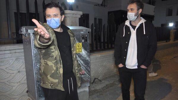 Bursa'da sokağa çıkma kısıtlamasını ihlal eden ve alkollü araç kullanan arkadaşlar - Sputnik Türkiye