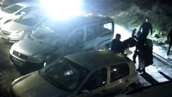 İzmir'de kirayı geciktiren kadının 7 kişi tarafından bayılana kadar dövüldüğü iddiası - Sputnik Türkiye