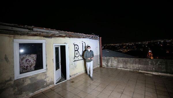 'Çay içerken' üstündeki çatı iki sokak öteye uçtu - Sputnik Türkiye