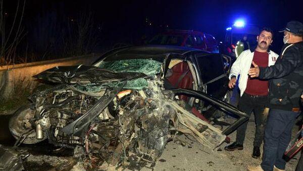 Serik'te çarpışan iki otomobilden biri dereye uçtu: 6 ölü - Sputnik Türkiye