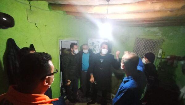 Konya'nın Tuzlukçu ilçesi merkezli üç depremin ardından incelemeler sürerken, bazı evlerde küçük çatlaklar oluştu. - Sputnik Türkiye