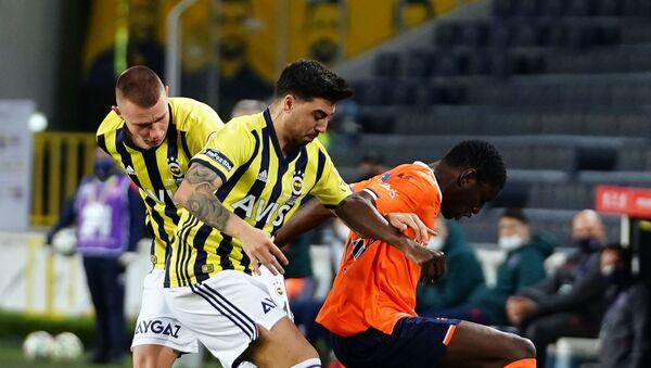 Ziraat Türkiye Kupası Çeyrek Final müsabakasında uzatmalarda Medipol Başakşehir'e 2-1 kaybeden Fenerbahçe kupaya veda etti. - Sputnik Türkiye