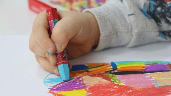 Çocukların kullandığı boyalarda kanser tehlikesi - Sputnik Türkiye