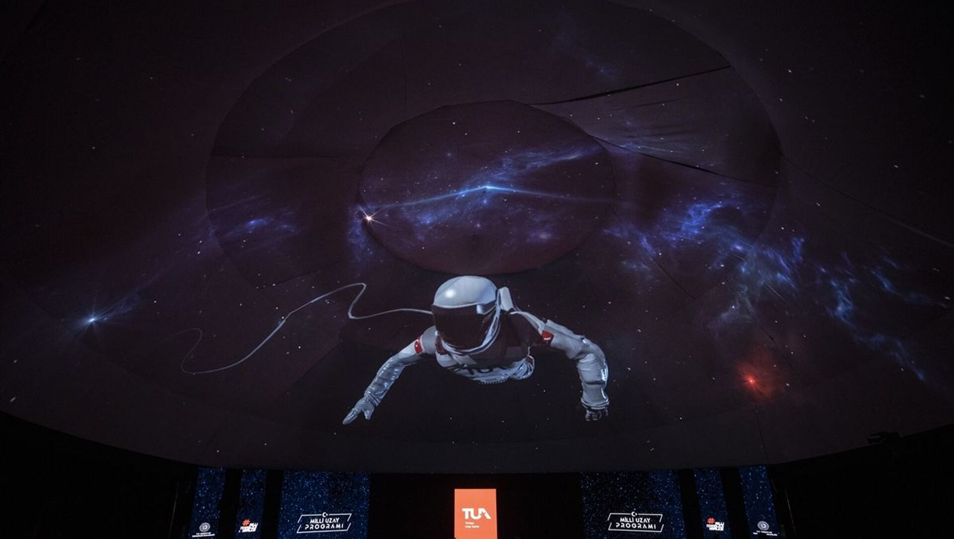 Uzay programında gösterilen temsili Türk astronot - Sputnik Türkiye, 1920, 12.02.2021