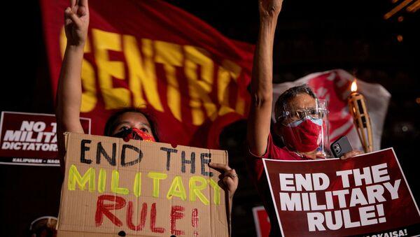 Filipinler'de Myanmar'daki askeri darbeyi protesto eden göstericiler - Sputnik Türkiye