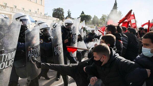 Yunanistan'da eğitim reformu paketi karşıtı protestolar - Sputnik Türkiye
