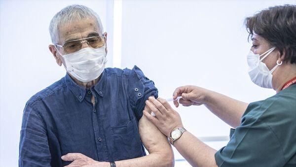 Sağlık çalışanları için 2. doz, 70 yaş üstü için ilk doz aşı uygulaması başlandı - Sputnik Türkiye
