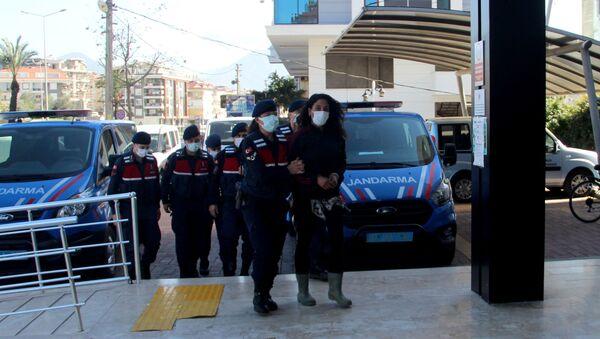 Kulübesi yıkılan kadın, pompalı tüfekle belediye binasını bastı - Sputnik Türkiye