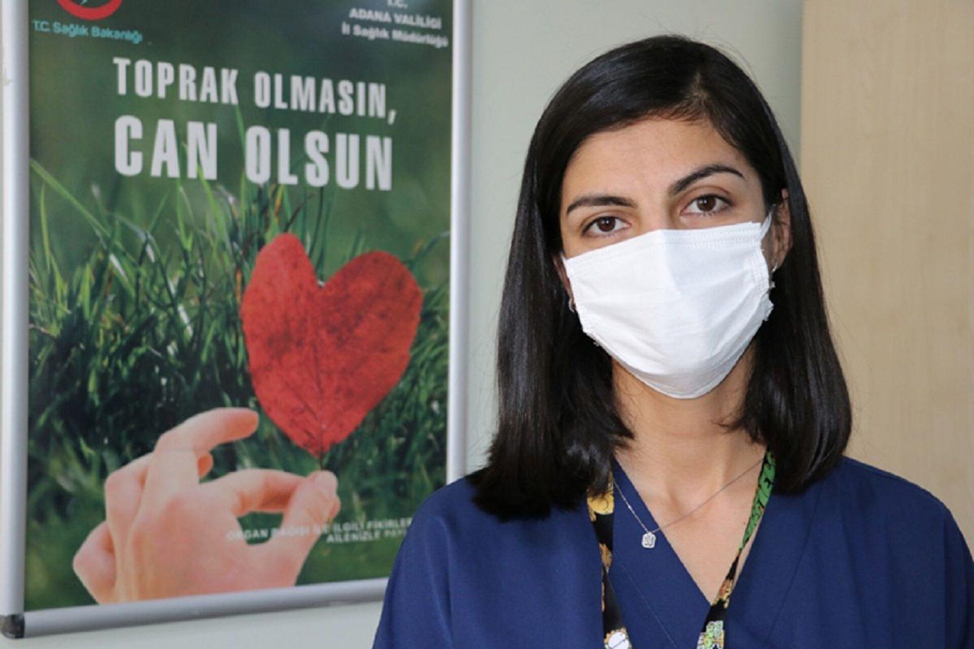 Koronavirüsü atlatan hemşire: Bıçak saplar gibi tarifi imkansız sırt ve topuk ağrılarım oldu - Sputnik Türkiye, 1920, 13.02.2021