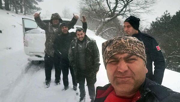 Kazdağları'nda yoğun kar nedeniyle mahsur kalan 3 çoban kurtarıldı - Sputnik Türkiye