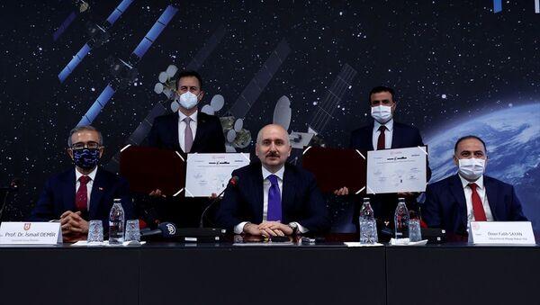 Ulaştırma Bakanı Karaismailoğlu, Ka Bant Milli Uydu Haberleşme HUB Sistemi ve Modem Geliştirilmesi Projesi imza törenine katıldı - Sputnik Türkiye