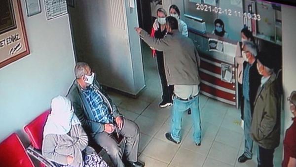 Pansuman yapılmadığı gerekçesiyle pantolonunu indirip küfür etti - Sputnik Türkiye