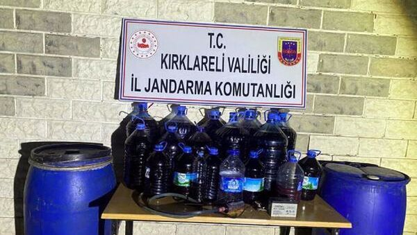 Kırklareli'de 900 litre sahte içki ele geçirildi - Sputnik Türkiye