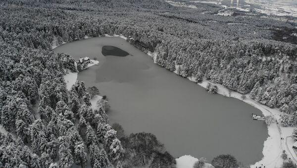 Bolu'da dondurucu soğuk gölleri buzla kapladı - Sputnik Türkiye