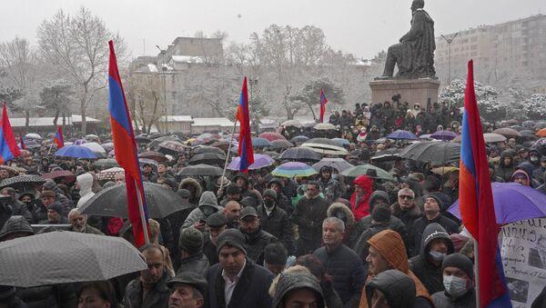 Erivan'ın merkezinde binlerce kişinin katıldığı miting düzenleniyor - Sputnik Türkiye
