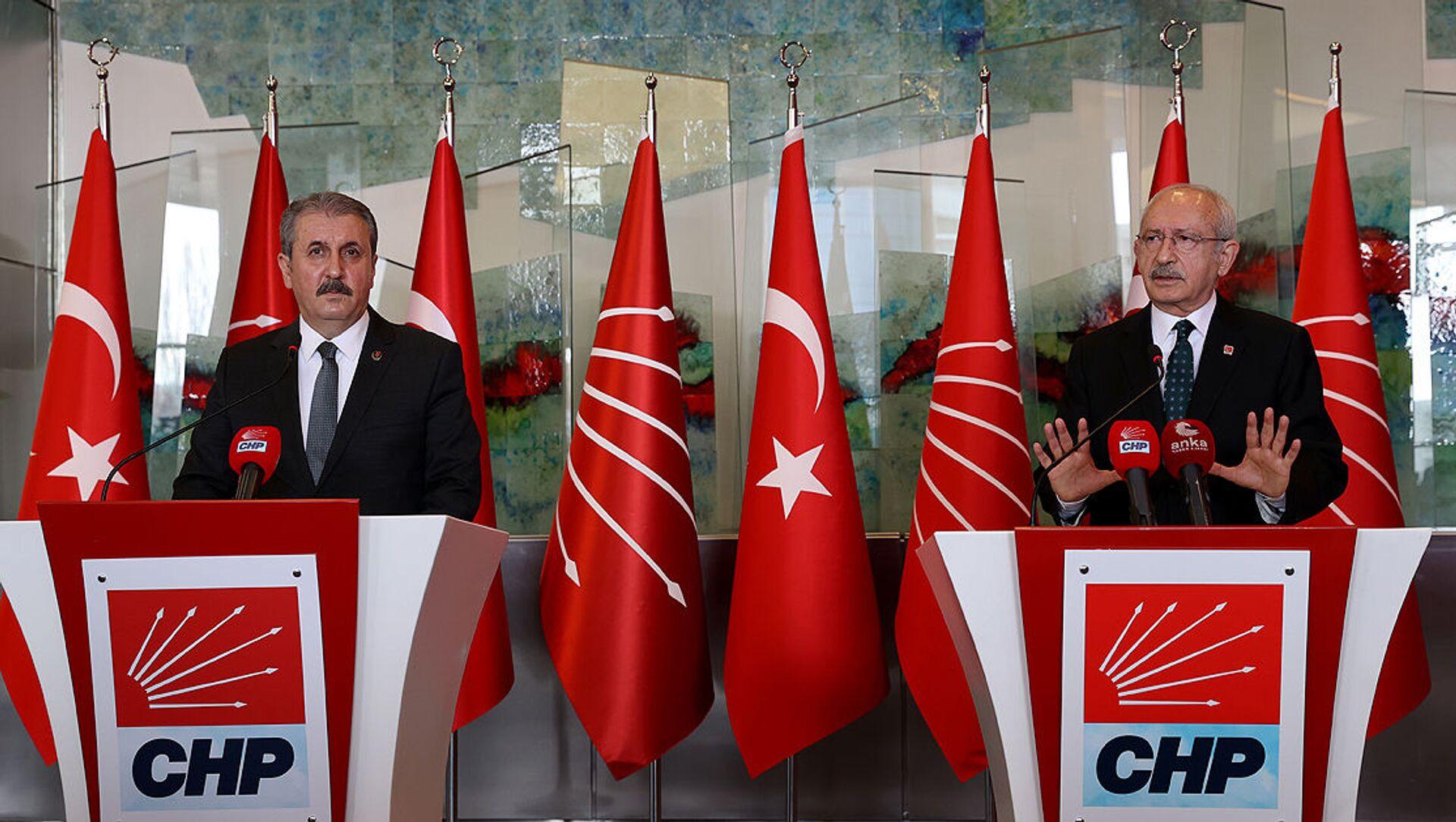 Kemal Kılıçdaroğlu, CHP Genel Merkezinde BBP Genel Başkanı Mustafa Destici ve beraberindeki heyeti kabul etti - Sputnik Türkiye, 1920, 21.02.2021