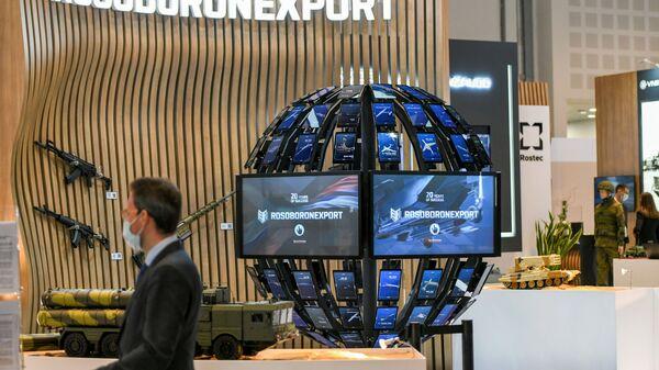 Birleşik Arap Emirlikleri'nin (BAE) başkenti Abu Dabi'de düzenlenen Ortadoğu'nun en büyük silah fuarı IDEX 2021'deki Rosoboroneksport standı - Sputnik Türkiye