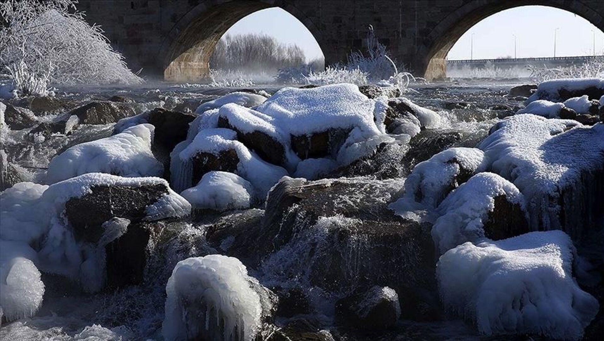 Sivas'ın İmranlı ilçesi, bu gece sıfırın altında 27,1 derece ile Türkiye'nin en soğuk yeri olarak kayıtlara geçti. - Sputnik Türkiye, 1920, 22.02.2021
