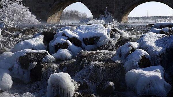 Sivas'ın İmranlı ilçesi, bu gece sıfırın altında 27,1 derece ile Türkiye'nin en soğuk yeri olarak kayıtlara geçti. - Sputnik Türkiye