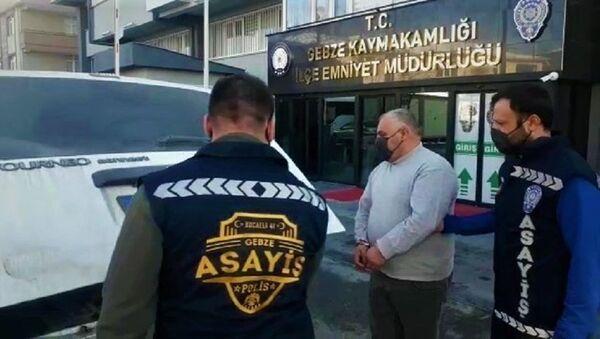 Kendilerini polis ve savcı olarak tanıtıp 215 bin lira dolandırdılar - Sputnik Türkiye