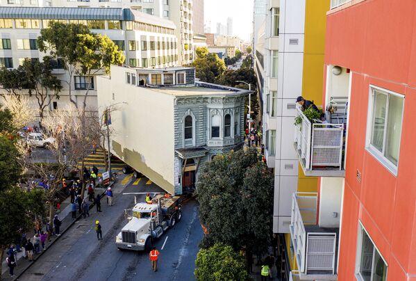 ABD'de 139 yıllık Viktoryen tarzı 2 katlı ev, 400 bin dolar maliyetle 800 metre uzaklıktaki başka caddeye taşındı. - Sputnik Türkiye