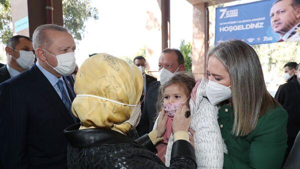 Cumhurbaşkanı Erdoğan ve Emine Erdoğan Ayda bebek ile görüştü - Sputnik Türkiye