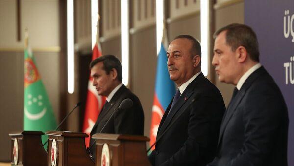 Türkiye-Azerbaycan-Türkmenistan Üçlü Dışişleri Bakanları 5. Toplantısı, Cumhurbaşkanlığı Külliyesi'nde gerçekleştirildi. Toplantıya Dışişleri Bakanı Mevlüt Çavuşoğlu, Azerbaycan Dışişleri Bakanı Ceyhun Bayramov ile Türkmenistan Dışişleri Bakanı Raşid Meredov (fotoğrafta) katıldı. Meredov, programın ardından düzenlenen ortak basın toplantısında açıklamalarda bulundu. - Sputnik Türkiye