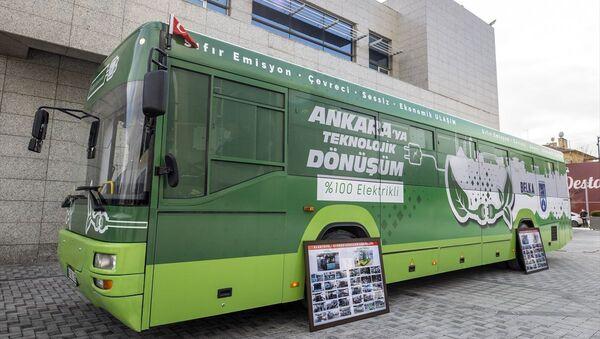Ankara Büyükşehir Belediye Başkanı Yavaş, elektrikliye dönüştürülen ilk otobüsü tanıttı - Sputnik Türkiye