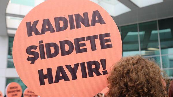 Kadına şiddete hayır pankartı - Sputnik Türkiye