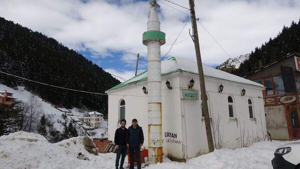 minaresi  petrol varilinden yapılan cami - Sputnik Türkiye