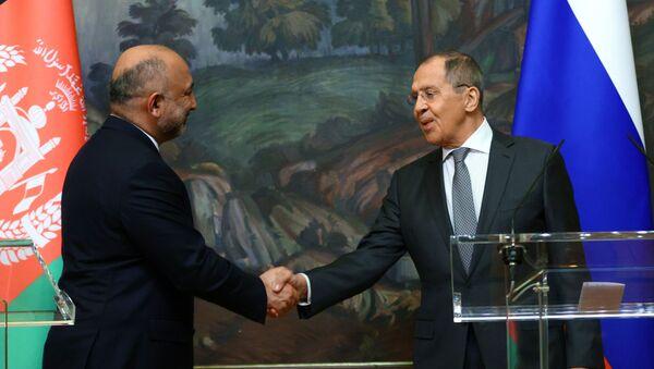 Rusya Dışişleri Bakanı Sergey Lavrov, Afganistanlı mevkidaşı Muhammef Hanif Atmar ile ortak basın toplantısında - Sputnik Türkiye