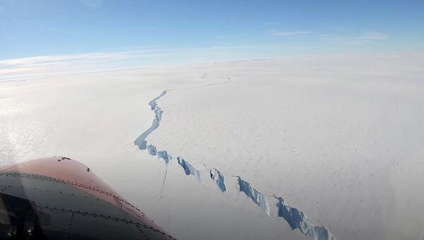 Brunt Buz Sahanlığı - buz kütlesi - kırılma - Sputnik Türkiye