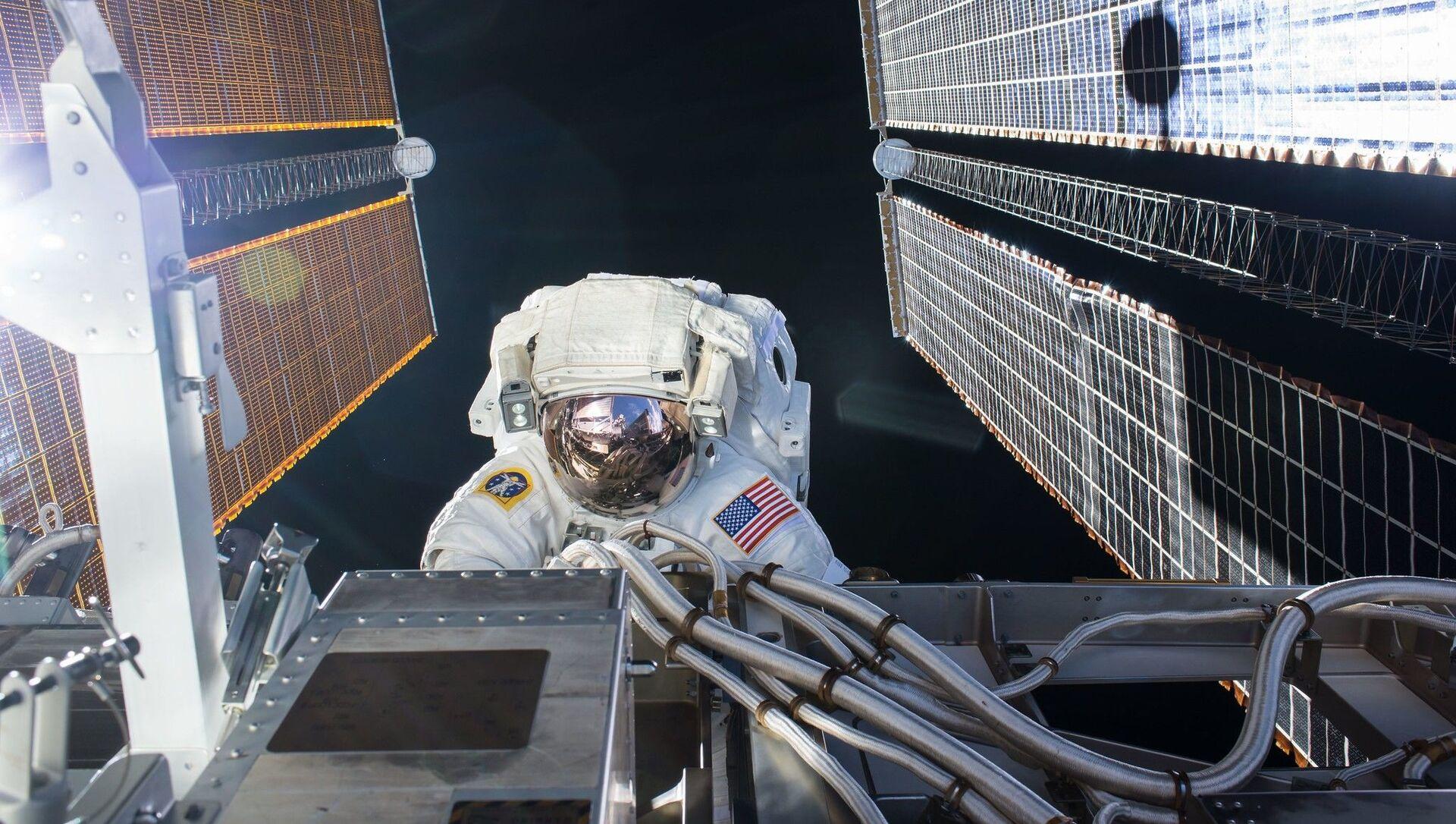 ABD Ulusal Havacılık ve Uzay Dairesi'ne (NASA) bağlı astronotlar, Uluslararası Uzay İstasyonu'nda (ISS) güneş panellerini bakımı ve yükseltme işlemleri için uzay yürüyüşüne çıktı. - Sputnik Türkiye, 1920, 28.02.2021