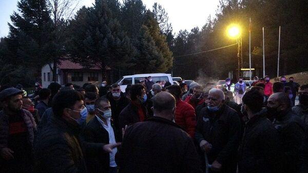 Taciz iddiasını duyan köylüler toplandı - Sputnik Türkiye