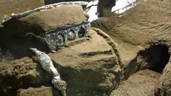 İtalya'da 2000 yıllık dört tekerlekli tören arabası bulundu - Sputnik Türkiye