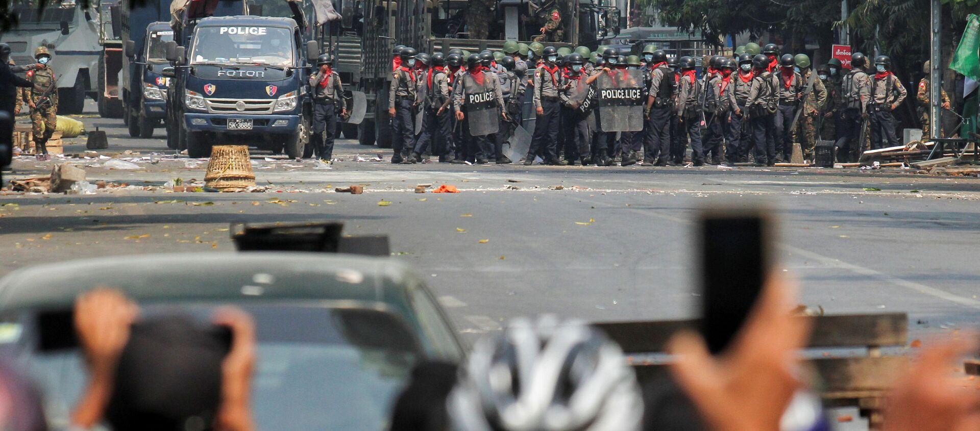 Myanmar'da darbe karşıtı protestolar - Sputnik Türkiye, 1920, 01.04.2021