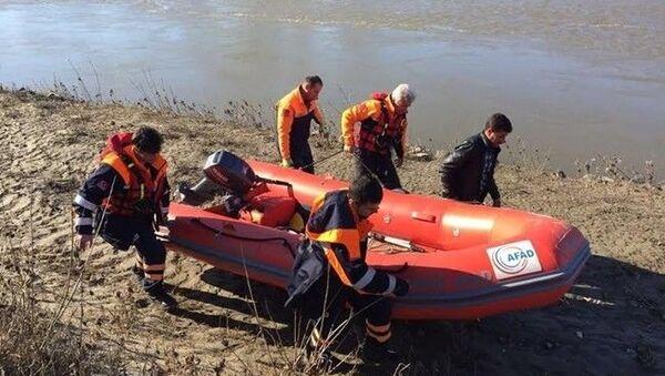 Edirne Cumhuriyet Başsavcılığı, Meriç Nehri'nde botun alabora olması sonucu hayatını kaybeden çocuk hakkında yapılan bazı paylaşımların gerçeği yansıtmadığı belirtildi. - Sputnik Türkiye