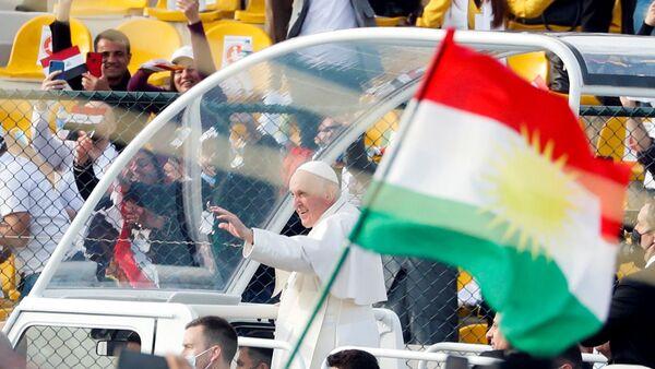 Katoliklerin ruhani lideriPapaFrancis, Irak'ın Erbil kentindekiFransoHariri Stadyumu'nda düzenlenen ayine iştirak etti. - Sputnik Türkiye
