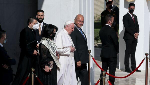 Tarihi ziyaretini tamamlayan Papa Bağdat'tan ayrıldı - Sputnik Türkiye