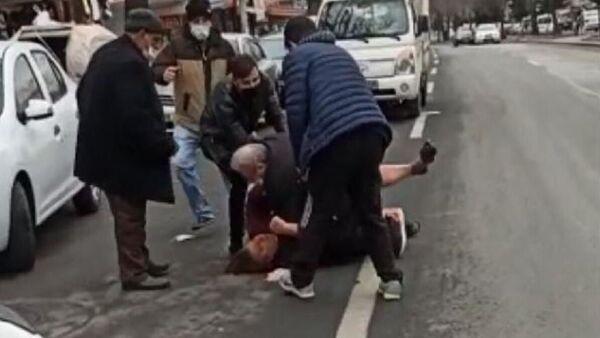 Ankara'da sokak ortasında kadına şiddet - Sputnik Türkiye
