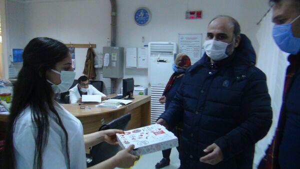 Doktor, kendisini tehdit eden hasta ile personele pizza ısmarlaması karşılığında uzlaştı - Sputnik Türkiye