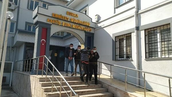 Bursa'nın Yıldırım ilçesinde, bir kadının sokakta darp edilmesine ilişkin gözaltına alınan 2 kişi serbest bırakıldı. - Sputnik Türkiye